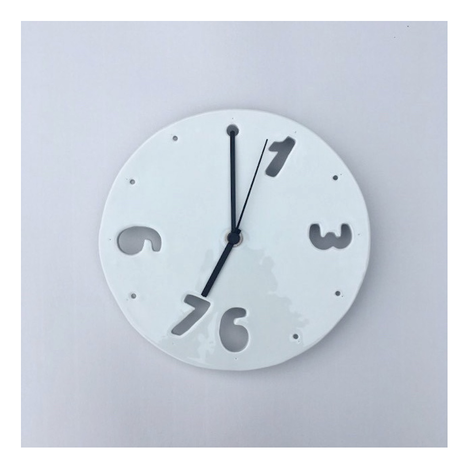 Porcelánové hodiny prořezaná čísla