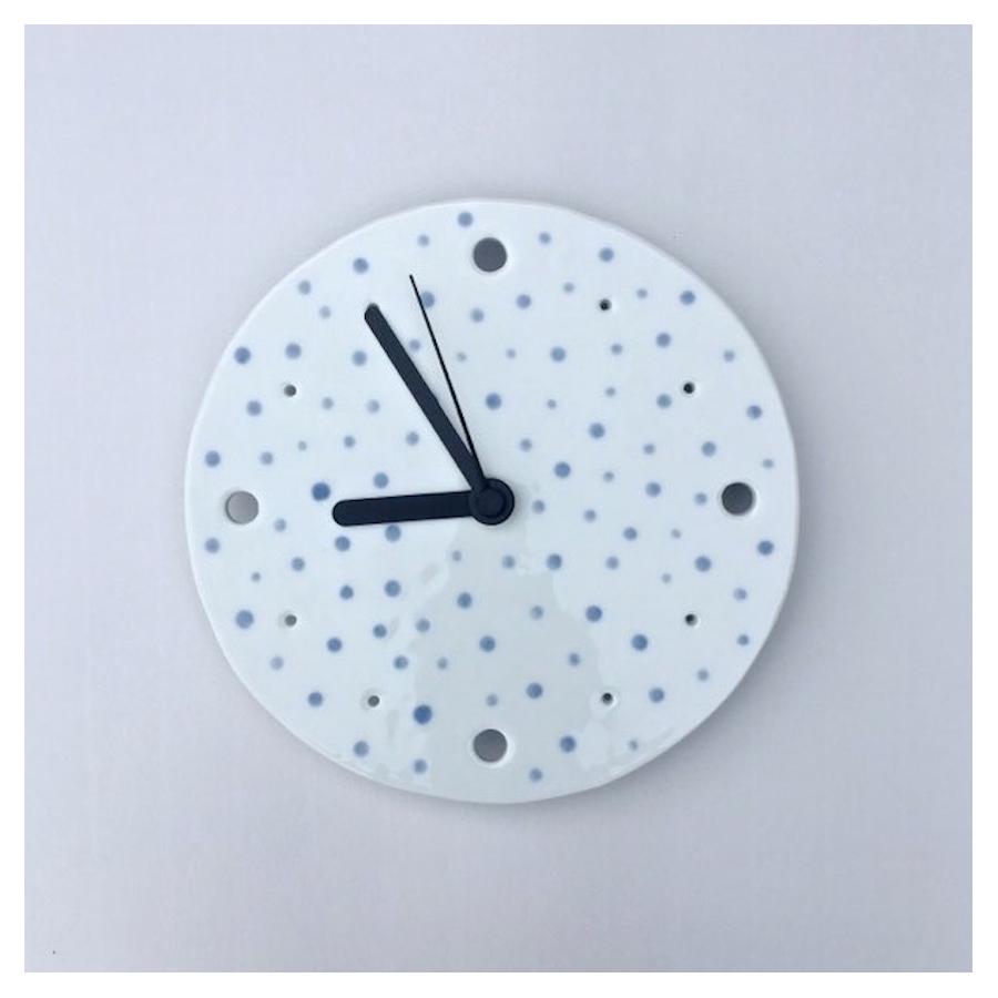 Porcelánové hodiny-modré puntíky